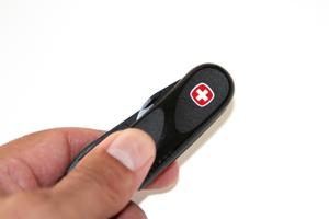 Wenger EvoGrip 10 ergonomic handle. Photo copywright FreshAirjunkie.com