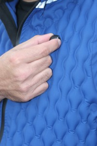 Adjusting the valve on the vest regulates the amount of argon gas insulation and thus the amount of warmth.