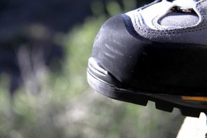 The high rubber rand protects the toe section, sides, and rear of the Cevedale GTX.