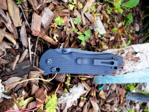 The 915 Triage has a moveable deep-pocket clip, ambidextrous thumb-stud blade openers, and folds closed to a length of only 4.7 inches.