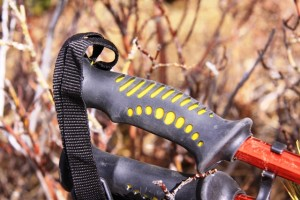 Rubber grips are comfortable and offer good ventilation.